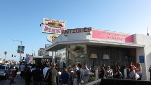 Pink's Hotdog - Line